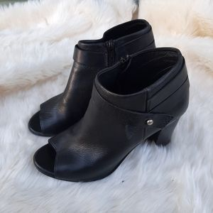 Steve Madden  black leather Ankle Boots sz 9.5
